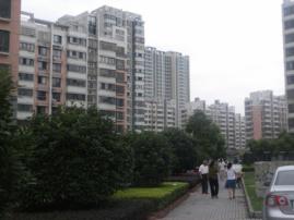 百草苑一楼140平精装,四室两厅两卫,130万